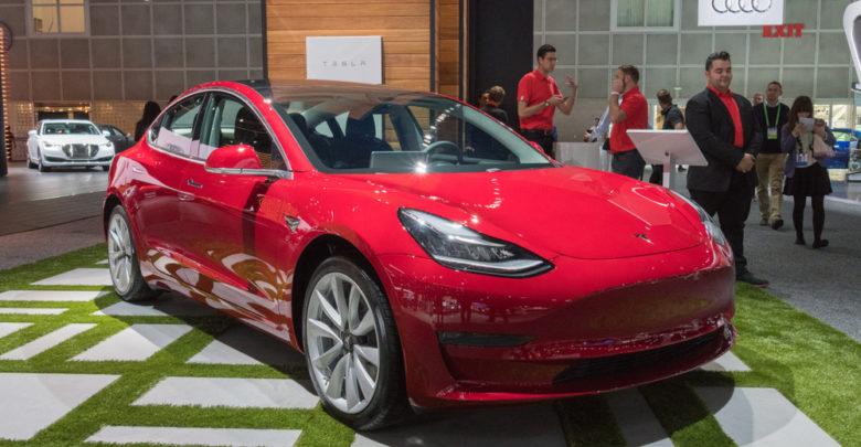 הטסלה מודל 3 בתערוכת רכב בלוס אנג׳לס