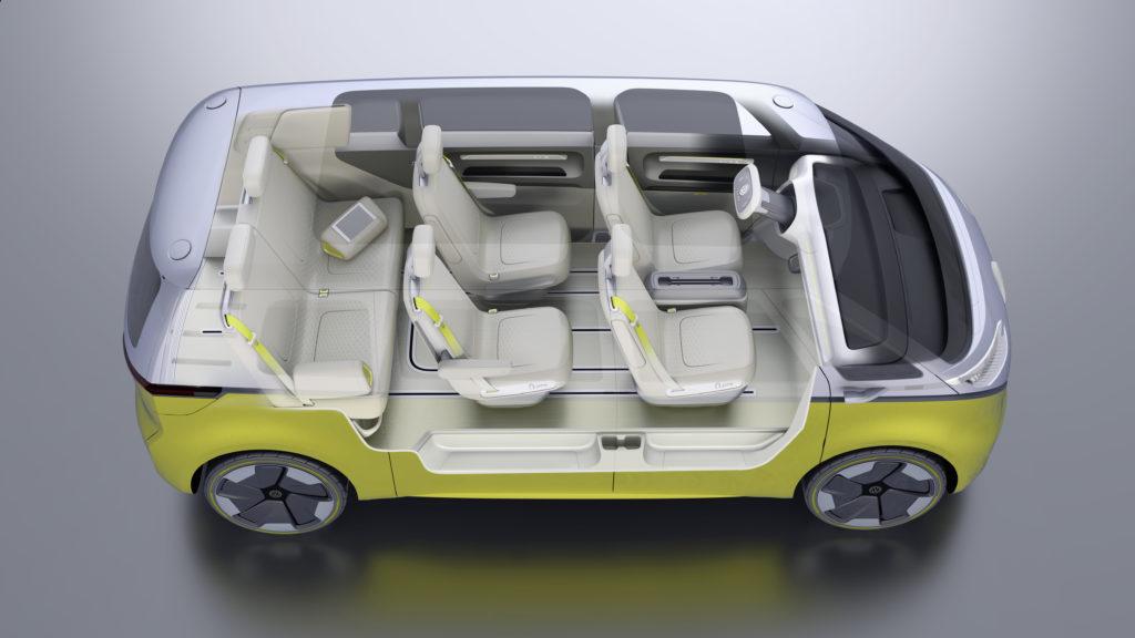 פנים הרכב עם שישה מושבים.