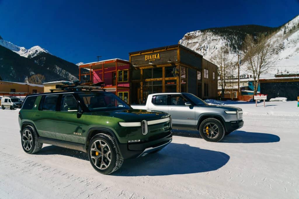 רכבים של חברת ריביאן בשלג