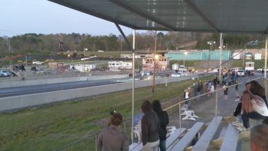תמונה של הפתיחה של המירוץ בין שני הרכבים