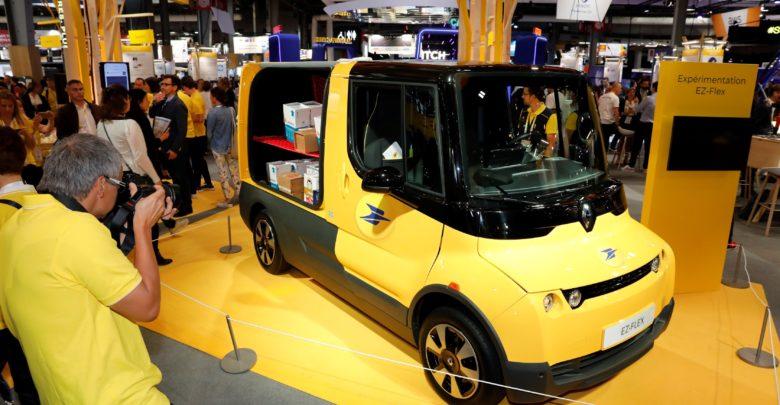 רכב מסוג רנו EZ-FLEX חשמלי בצבע צהוב