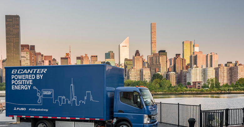 משאית חשמלית כחולה