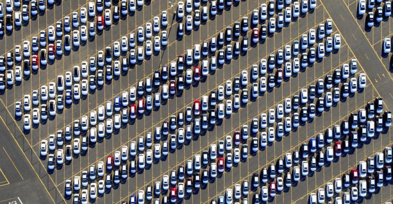 מבט מהאוויר על מגרש רכבים