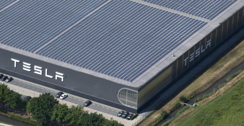 מבט אווירי על מפעל טסלה בהולנד