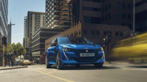 פיג'ו 208 החשמלית החדשה בצבע כחול