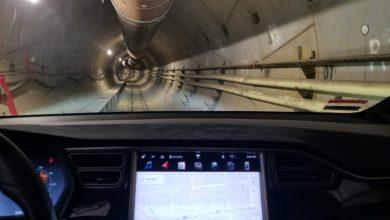 מבט מתוך טסלה מודל X אל מנהרה של The Boring Company