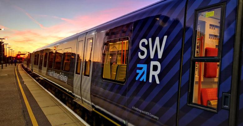 רכבת כחולה של חברת הרכבות הבריטית SWR