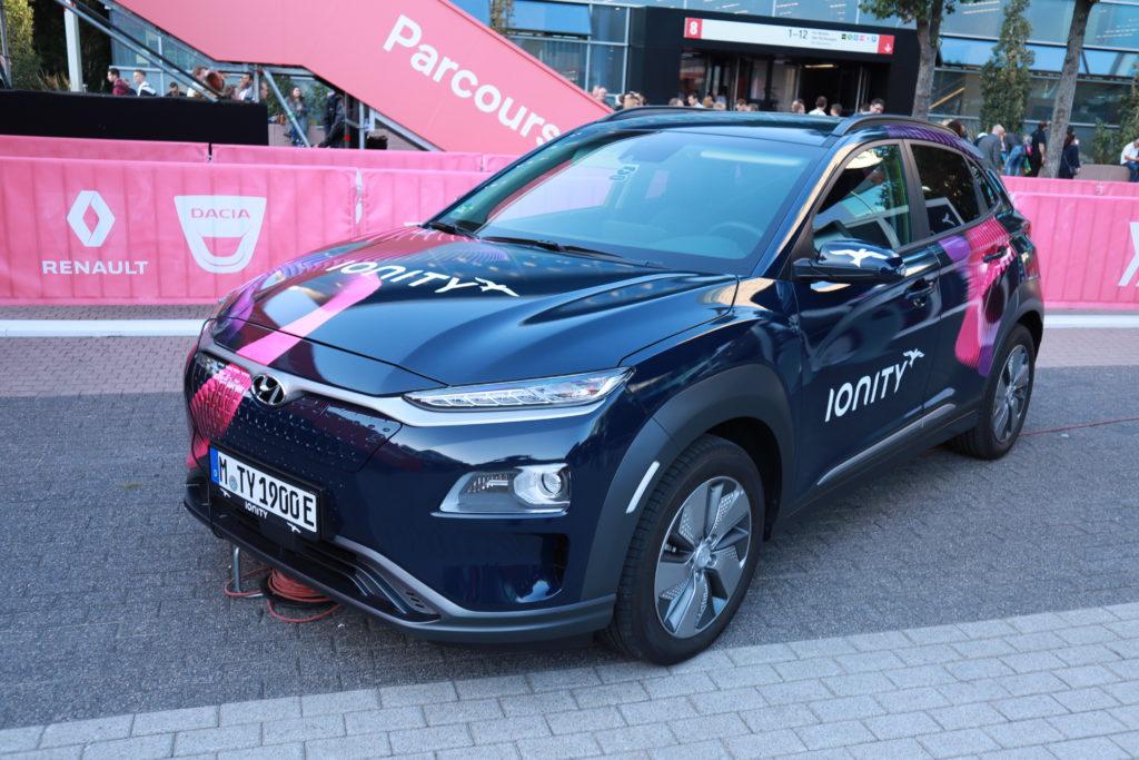 יונדאי קונה חשמלית עם הכיתוב Ionity על הרכב