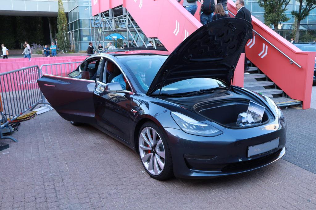 טסלה מודל 3 בתערוכת הרכב בפרנקפורט