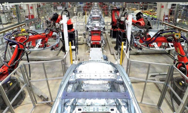 פס הייצור של הטסלה מודל 3 במפעל הגיגפקטורי של טסלה בשנגחאי