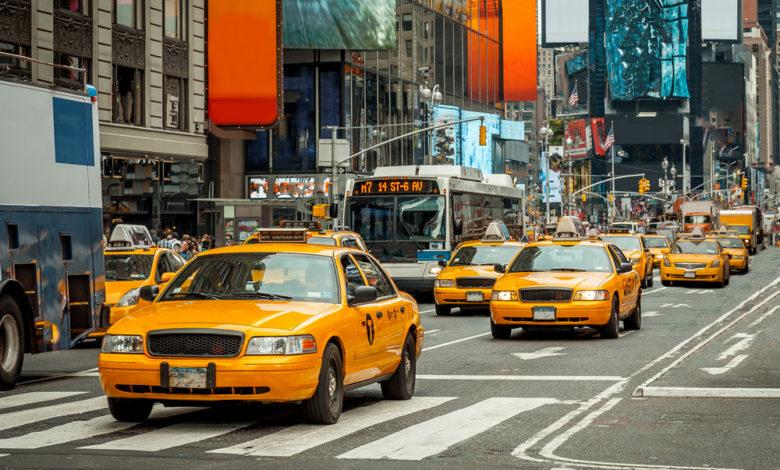 מוניות צהובות ברחוב ראשי בטיימס סקוור ניו יורק