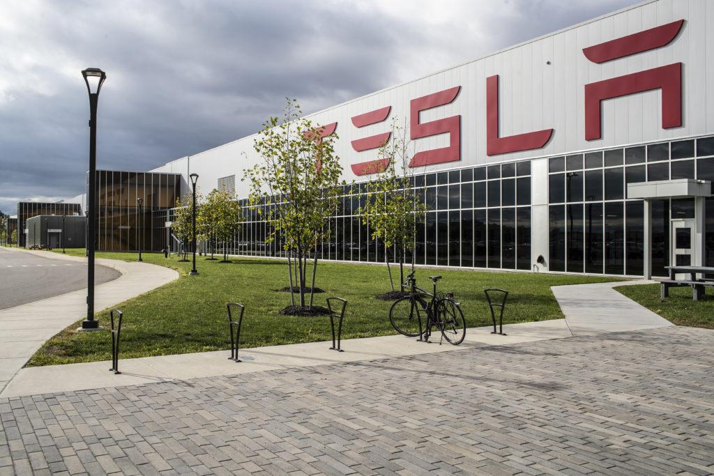 מבנה החוץ של המפעל של טסלה, הגיגה-פקטורי 2, בבפאלו שבניו יורק