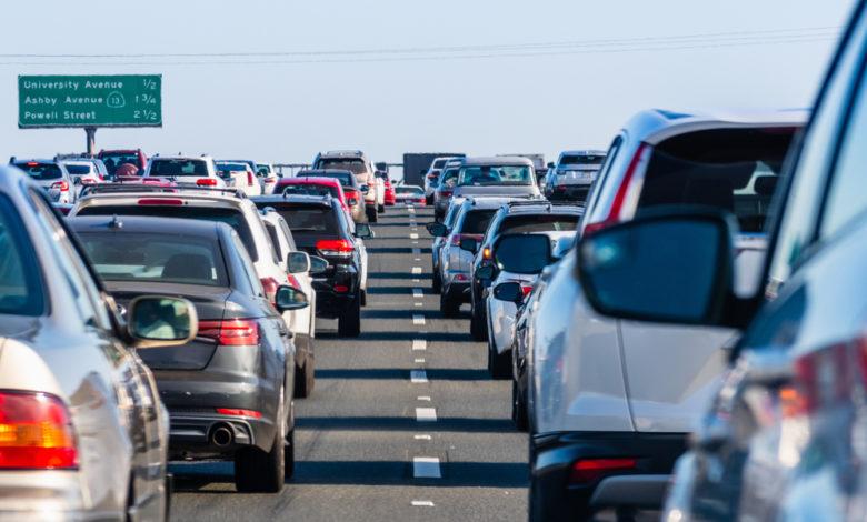 פקק תנועה על כביש מהיר בקליפורניה בארצות הברית