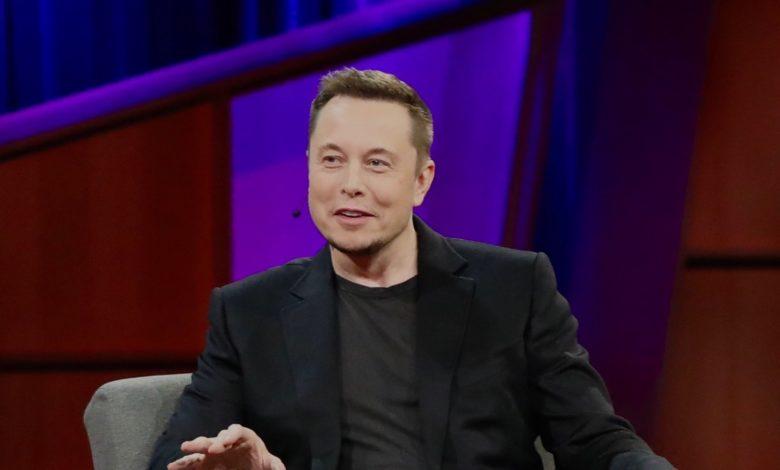 אילון מאסק מדבר בכנס של TED בשנת 2017