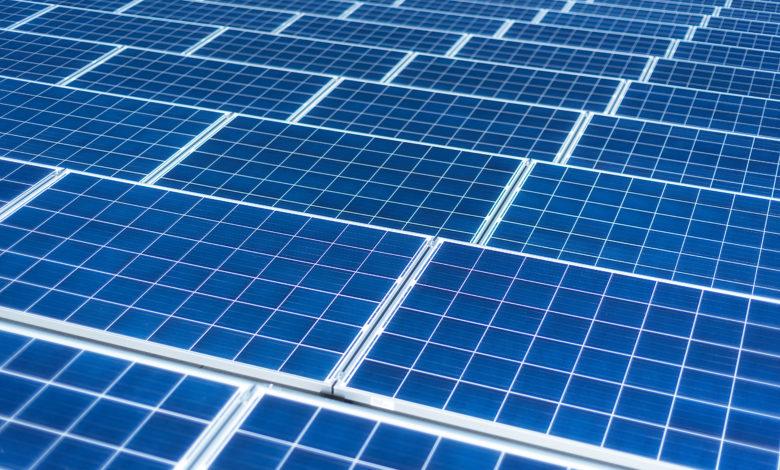 Photo of טסלה משווה את מחירי האנרגיה הסולארית שלה