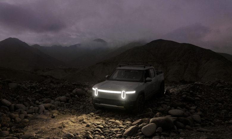 ריביאן R1T בשטח בחושך