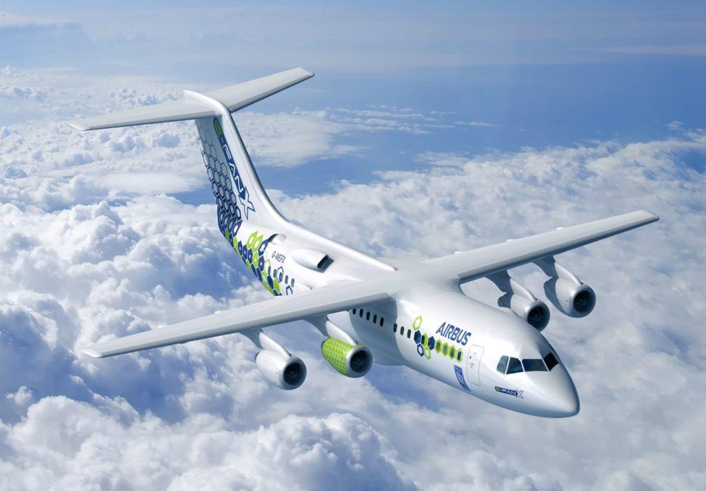 מטוס היברידי של אירבוס ה-E-Fan X באוויר