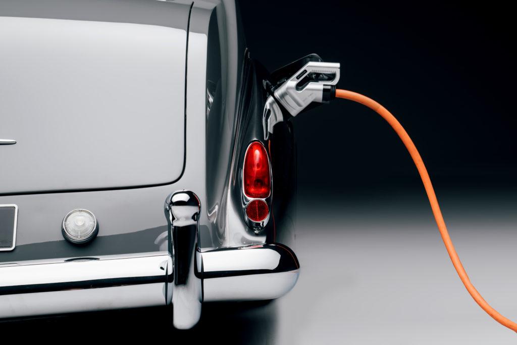 לונאז רולס רויס פנטום V חשמלית מחוברת לחשמל