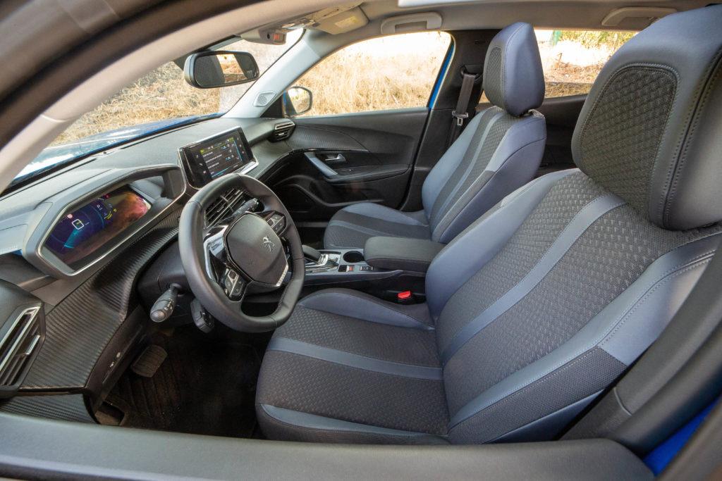 קדמת הרכב מבפנים של הפיג׳ו e2008 החשמלית