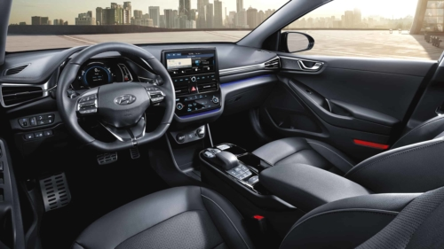 פנים הרכב וסביבת הנהג של יונדאי איוניק EV החדשה