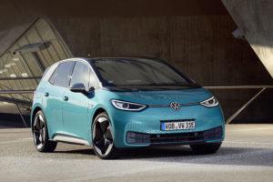 פולקסווגן ID.3 חשמלית בצבע טורקיז מבט מקדמת הרכב