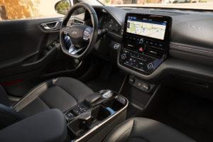 תא הנהג עם מסך מולטמדיה של היונדאי איוניק החשמלית