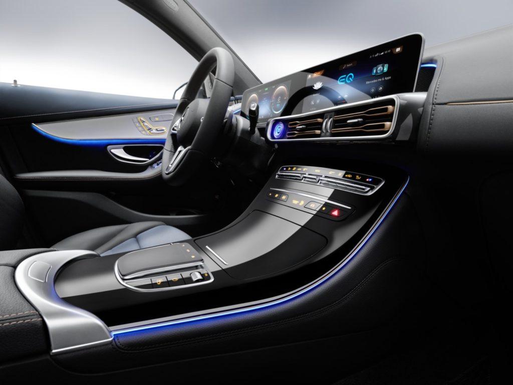 פנים הרכב של המרצדס EQC