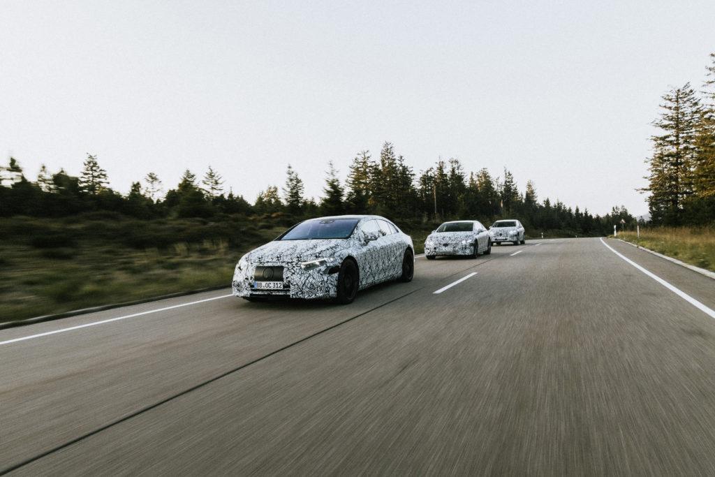 משפחת מרצדס EQ החשמלית בנסיעה בהסוואה