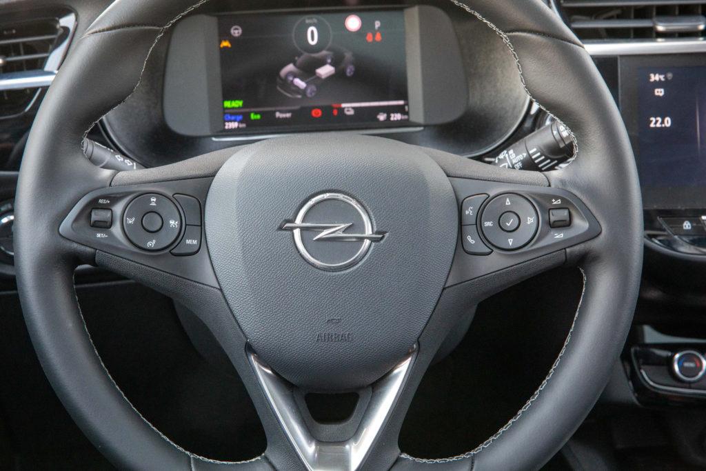 פנים הרכב של האופל קורסה החשמלית