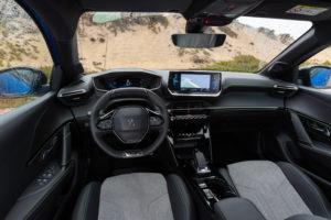 סביבת הנהג של הפיג׳ו e208 החשמלית