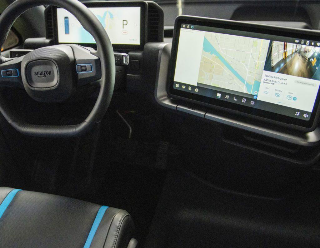 סביבת הנהג של רכב המשלוחים החשמלי של אמזון וריביאן