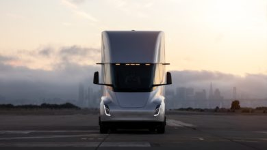 מבט קדמי על משאית חשמלי של טסלה, הטסלה סמי