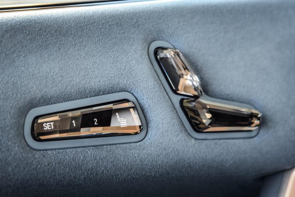 פנים הרכב, עם צד הדלת של ה-iX