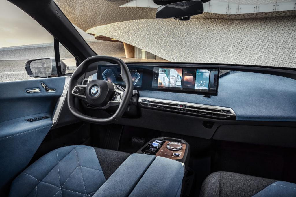 פנים הרכב של ה-BMW iX
