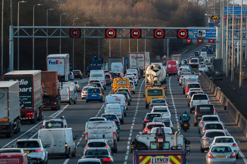 עומס תנועה בכביש M1 בבריטניה