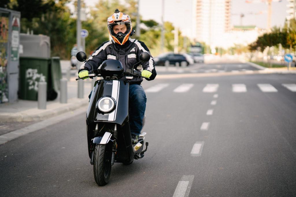 נסיעת מבחן על הקטנוע החשמלי NIU NQi GT