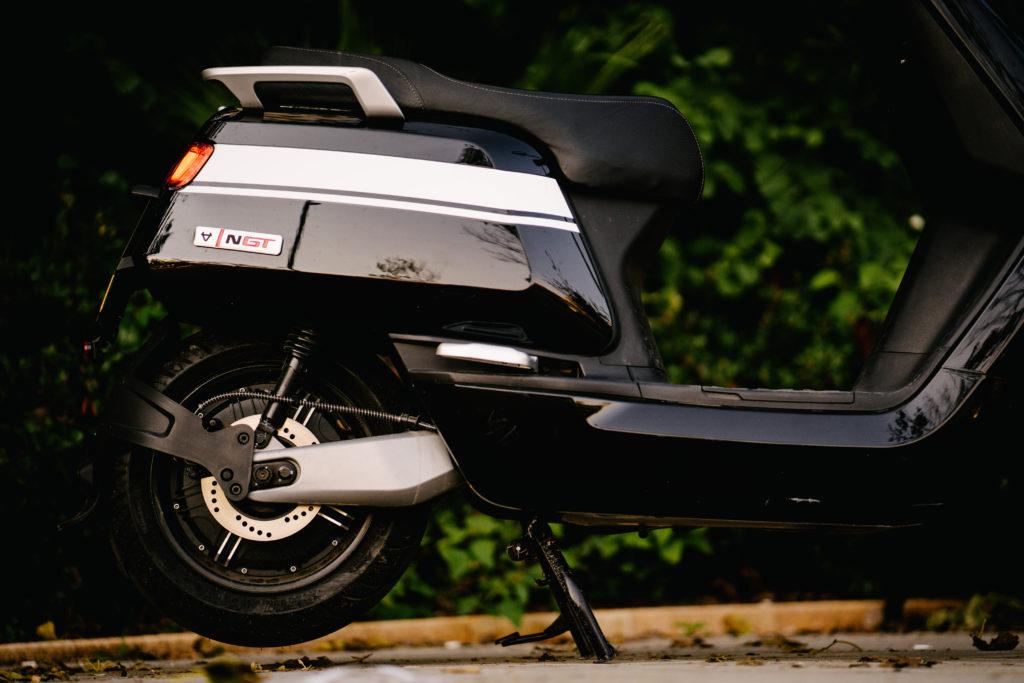 אחורי הקטנוע של NIU NQi GT