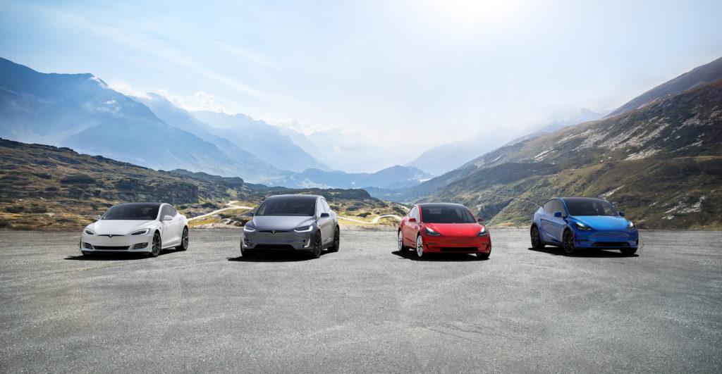 ארבעה רכבים של חברת טסלה S3XY
