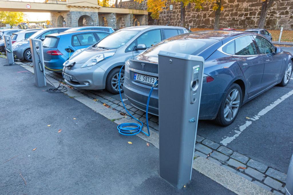 רכבים חשמליים חונים ונטענים בנורווגיה