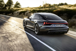 מבט אחורי על האאודי אי-טרון GT RS