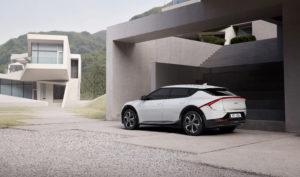 הרכב החשמלי החדש של קיה EV6 c מבט צד
