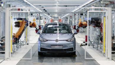 רובוטים במפעל ייצור של פולקסווגן ID.3 במפעל בעיר צוויקאו שבגרמניה