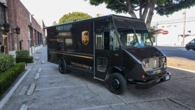 ואן משלוחים חשמלי של Xos Trucks בשירות חברת UPS
