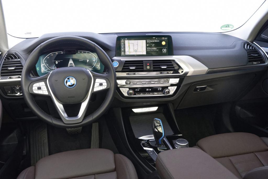 סביבת הנהג של הב.מ.וו iX3