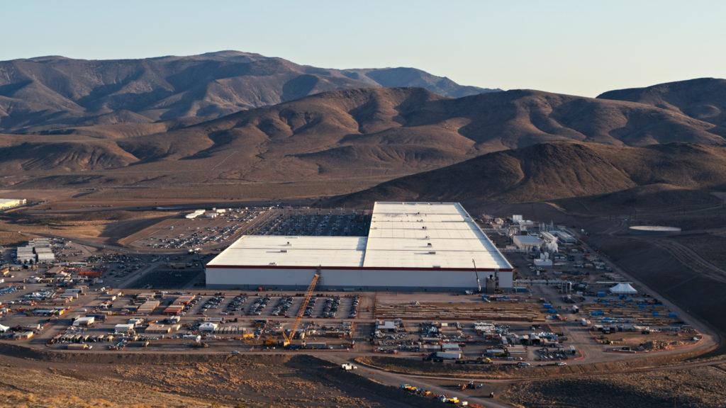 מבט מרחפן על מפעל הייצור של טסלה, ג׳יגה-פקטורי בנבדה ארצות הברית