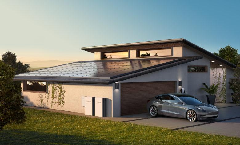 פאנים סולאריים של טסלה על גג