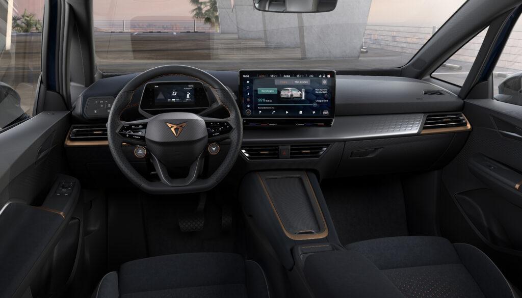 סביבת הנהג בקופרה בורן החשמלית החדשה
