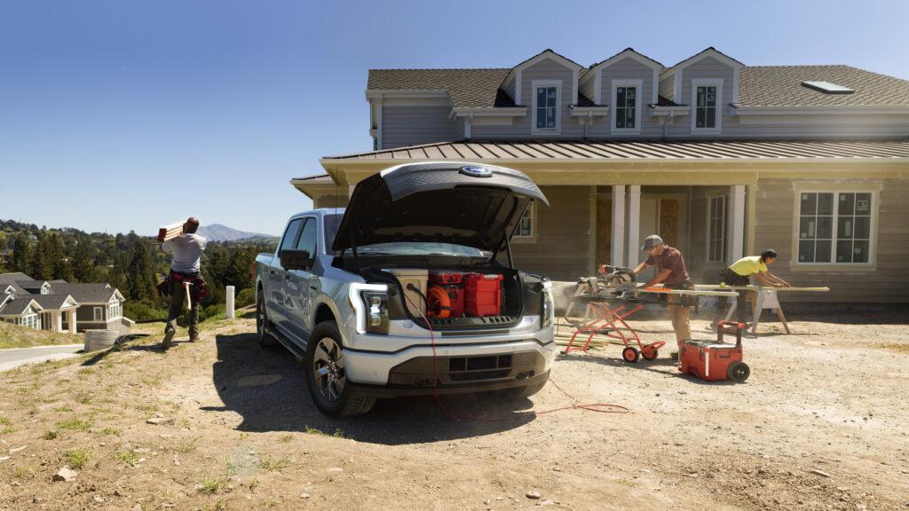 תא מטען קדמי Frunk בטנדר החשמלי החדש של פורד ה-F150 בנפח של 400 ליטרים