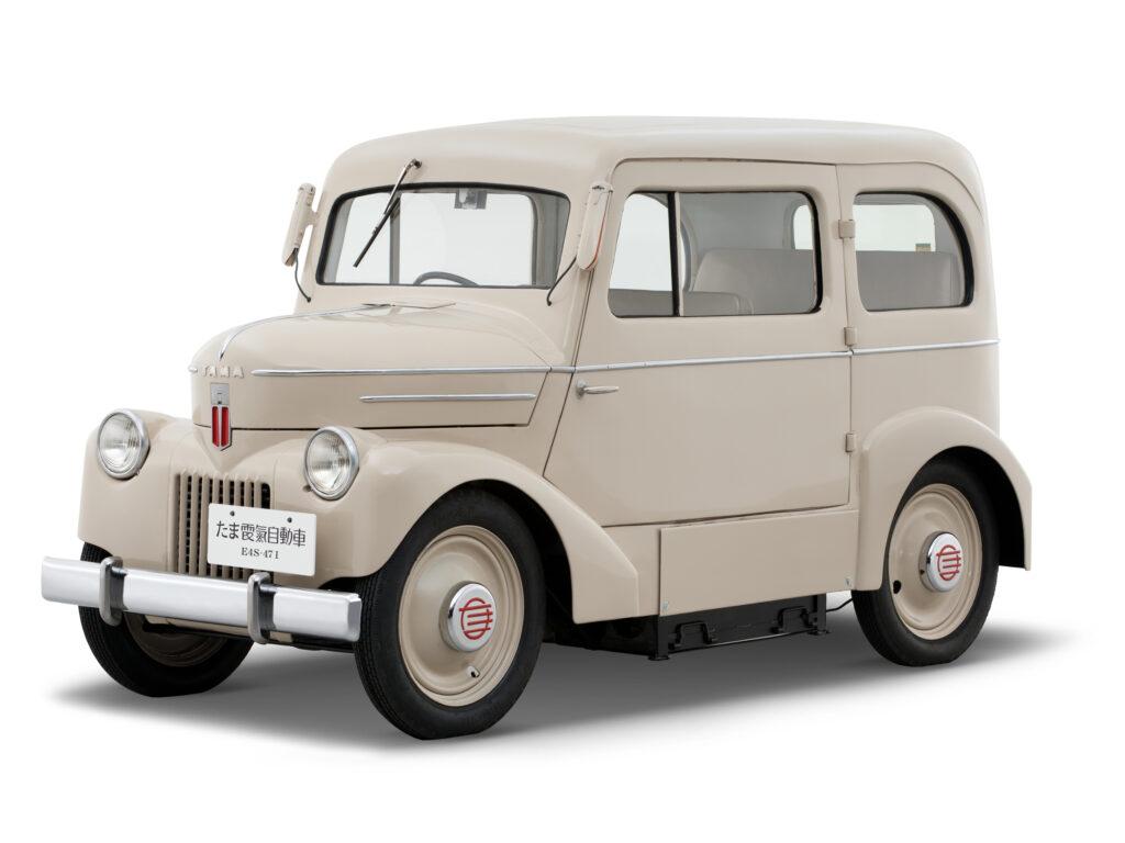 רכב חשמלי של Tama משנת 1947 בצבע אוף-וויט
