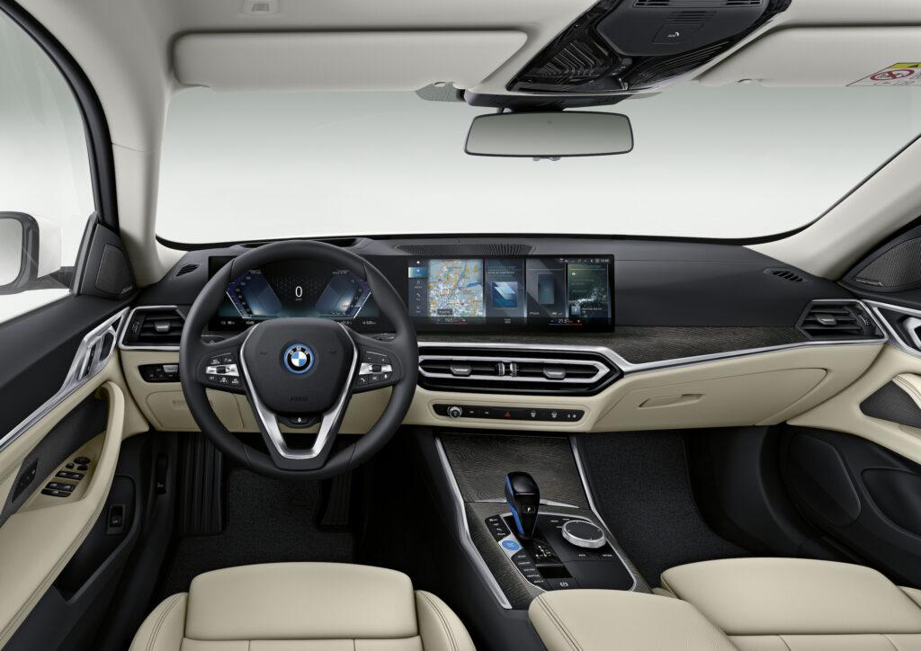פנים הרכב של ה-i4
